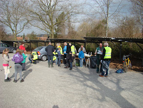 Photo: Morgenfriske affaldsindsamlere mødes på Beder skoles parkeringsplads