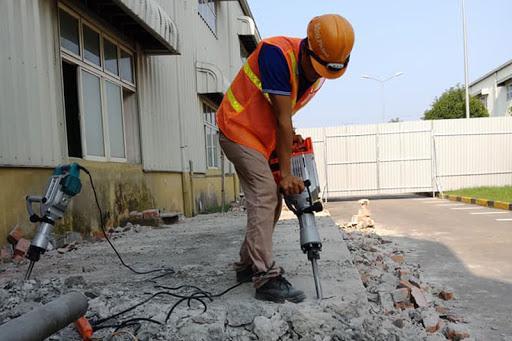 Khoan bê tông là một công việc đòi hỏi kỹ thuật tốt nên khuyến cáo không nên tự làm tại nhà