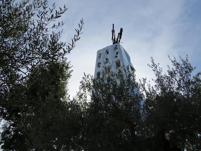 Niki de Saint Phalle, La Torre di Babele in de Giardino dei Tarocchi, Capalbio