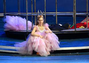 Photo: WIEN/ Akademietheater: DIE SCHNEEKÖNIGIN - Märchen von Hans Christian Andersen. Inszenierung: Anette Raffalt, Premiere 15. November 2014. Nadia Migdal. Foto: Barbara Zeininger