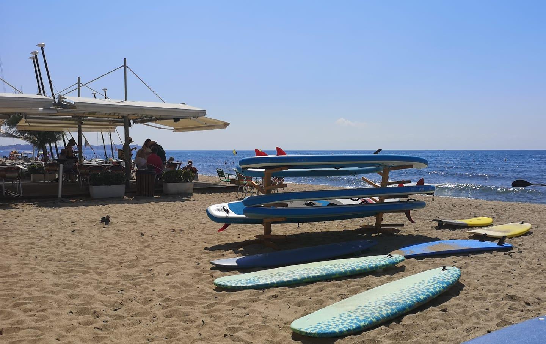¿Te apetece practicar paddle surf y luego unas cervecitas? Nosotros sí 🍻