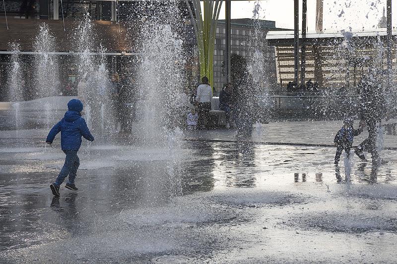 giochi d'acqua in P.za Gae Aulenti Milano di angart71