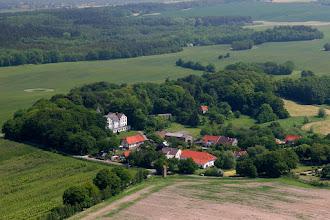 Photo: Der kleine Ort Hohen Niendorf, ganz in der Nähe der Ostseebäder KÜHLUNGSBORN ( 5 km ) und RERIK ( 6 km ). Siehe auch www.jagdschloss-zu-hohen-niendorf.de und www.binz-zingst-kuehlungsborn.de .