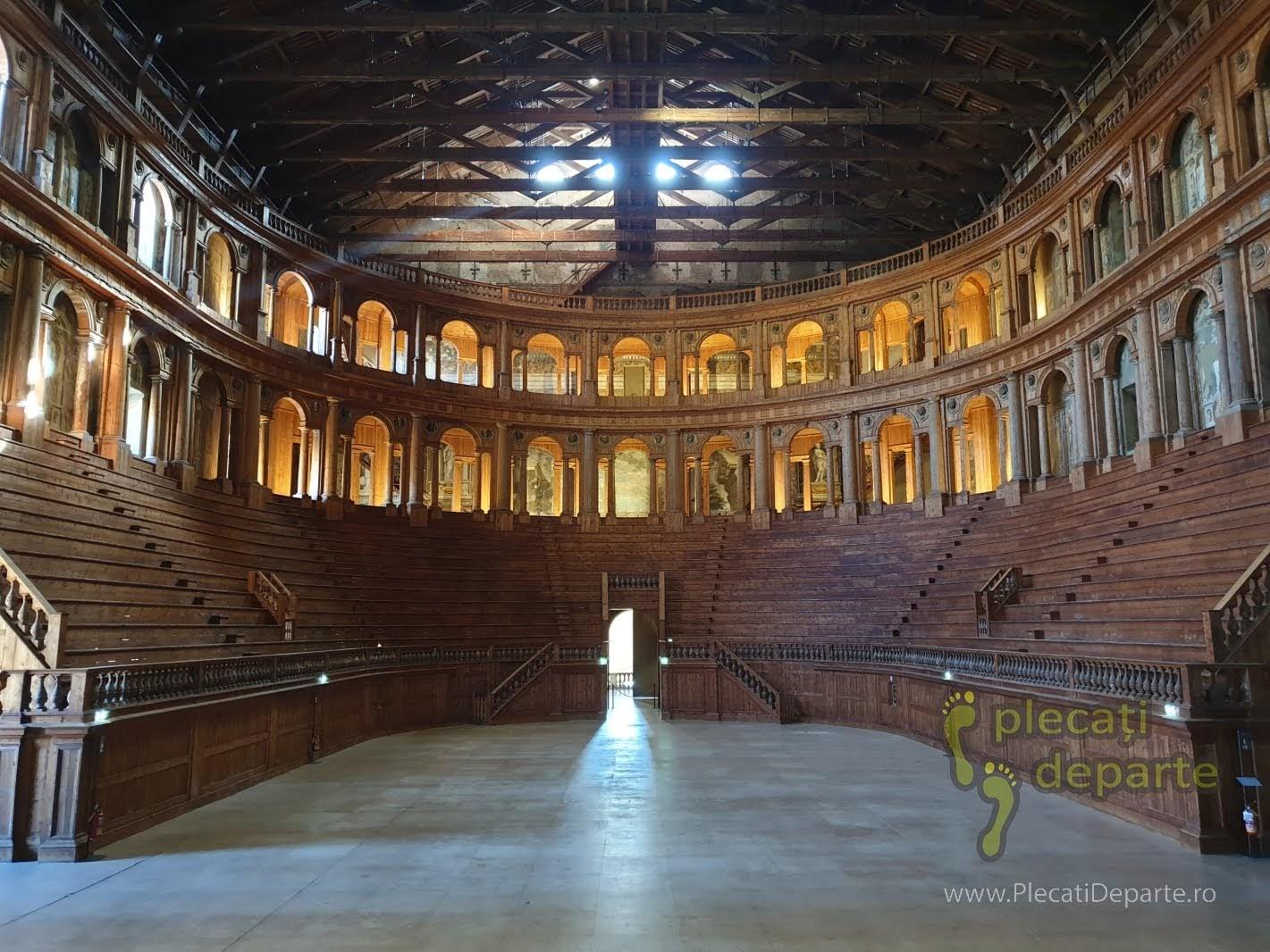 Palazzo della Pilotta, care cuprinde mai multe secțiuni: Muzeul Național de Arheologie, Teatrul Farneze (unul dintre puținele teatre din lemn, păstrate până în zilele noastre), Biblioteca Palatina și Galeria Naționala (de artă), in Parma, Italia. bologna parma lugo obiective turistice italia