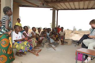 Photo: Discussion avec les filles du foyer janvier 2011