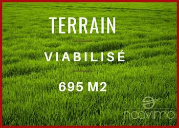 Terrain 695 m2