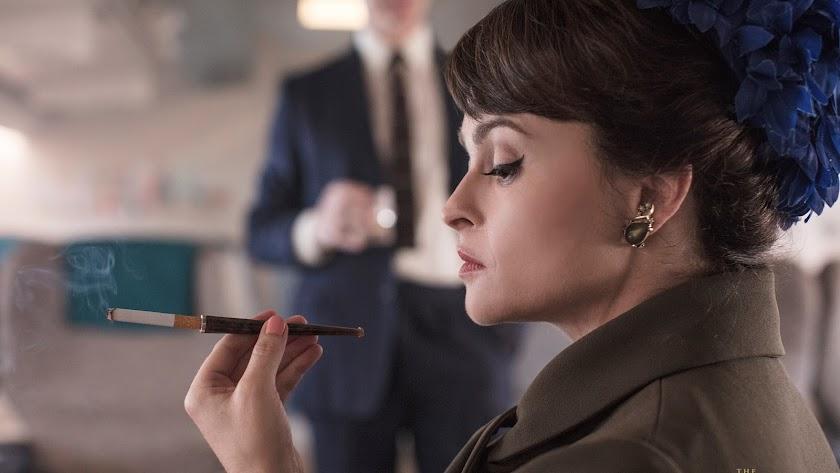 Helena Bonham Carter, fichaje de 'The Crown', en una imagen promocional de Netflix.