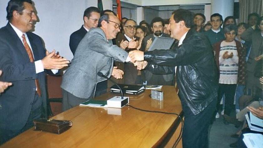 Pedro Segura recibiendo uno de los premios a la gestión.