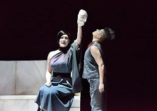 Photo: Wiener Kammeroper: LA CLEMENZA DI TITO. Premiere 13.4.2014. Inszenierung: Alberto Triola.  Cigdem Soyarslan, Gaya Petrone. Copyright: Barbara Zeininger