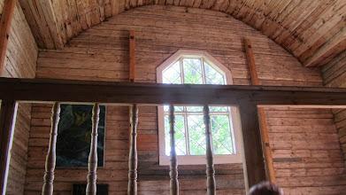 Photo: Kirkon alttaritauluna ikkuna, joka tuskin siihen aikaan oli tavallista.