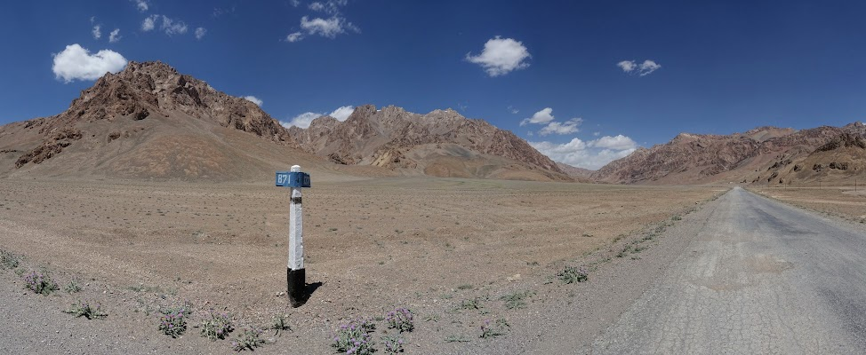 Grandiose Formen- und Farbenvielfalt am 4137m hohen Naizatash Pass.
