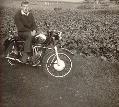 Photo: Jan Oosting op zijn motor Matchles