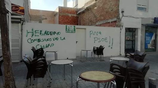 Aparecen pintadas con graves insultos contra la familia del alcalde