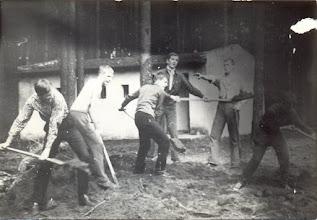 Photo: Prace przy budowie sali. Machaj Krystian, Wieslaw; Wojtek Kaszuba, Tadeusz Grzeskowiak, Kazimierz  Maslowski