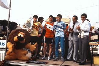 Photo: Philippe Boucher (VC Hettange Grande) vainqueur de l'étape et Richard Virenque (leader des points chauds) Tour de Vitrolles Junior 1987