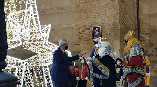 El alcalde de Vera hace entrega de las llaves del municipio a los Reyes Magos