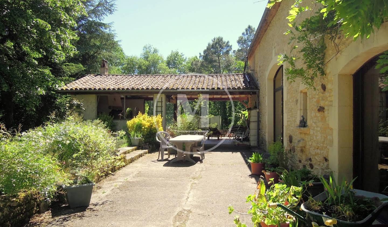 Maison avec piscine et terrasse Montcléra