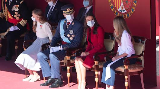 Abucheos al Gobierno y vivas al Rey en un 12-O con los ministros de Podemos