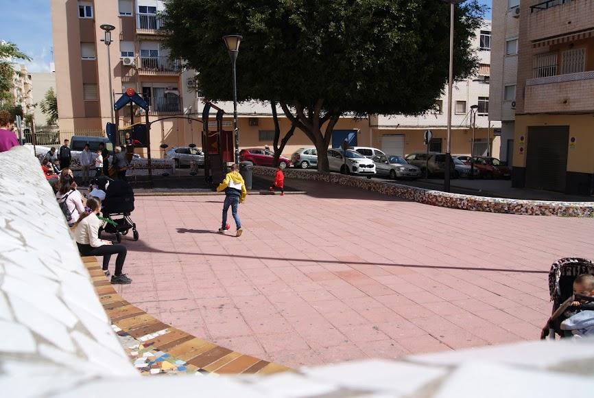Plaza 28-F cuyos muros levantaron los propios vecinos