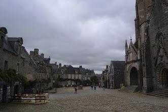 Photo: BRETANYA 2013. LOCRONAN. Plaça i església de St Ronan.