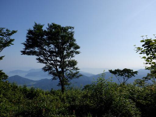 山頂からの展望(左から天王山・城山・御岳山など)