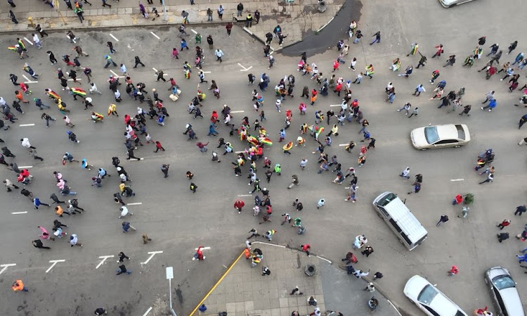 Zimbabweans have taken to the streets in celebration of the expected fall of their head-of-state, Robert Mugabe.