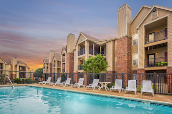 Go to The Reserve at Lenexa Apartments website