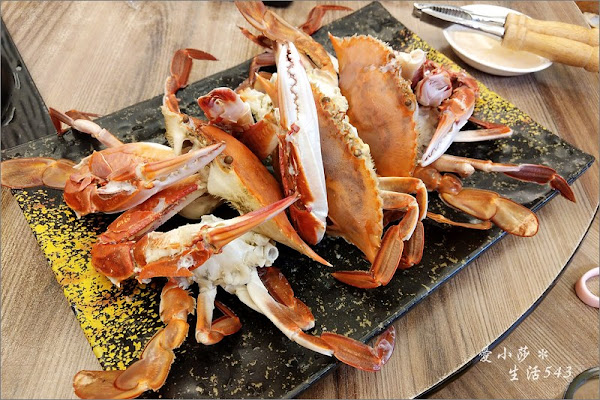 萬里野柳海鮮。巧晏漁坊~漁港旁的海鮮就是青啦!來萬里吃螃蟹吧!