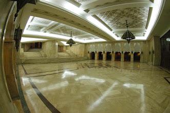 Photo: Dessous la grande Mosquée (Magnifique) ça nous a coûté 50 Dirhams !!! pour nous montrer dessous !
