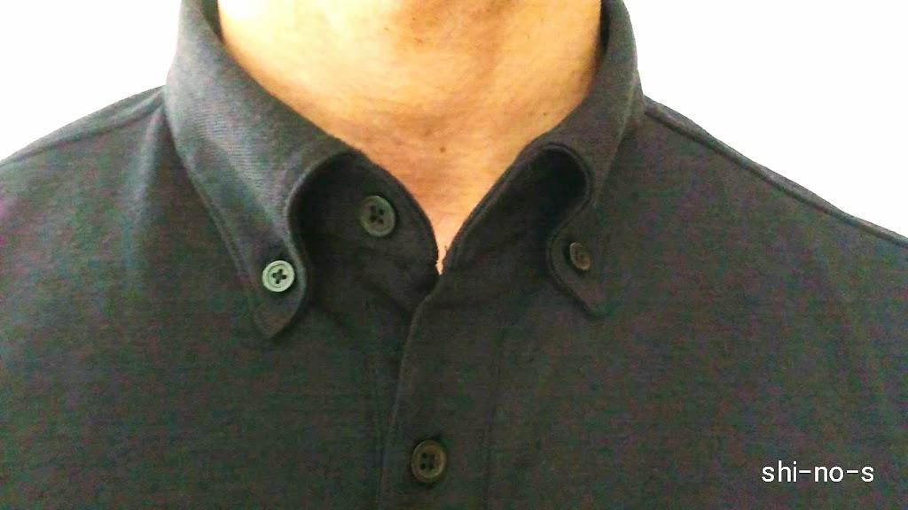 ポロシャツの襟のアップ