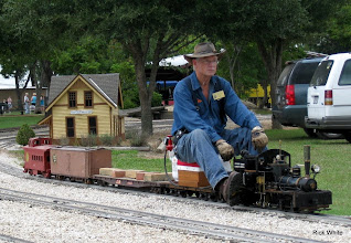 Photo: Doug Blodgett with his 1.5 inch scale narrow gauge Shay on 4.75 inch gauge track.      HALS 2009-0919