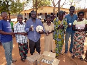 Photo: voici le fameux ballon qui va les occuper souvent, et le riz au lait les nourrir longtemps