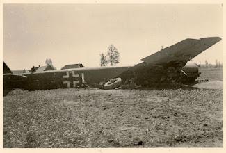 Photo: 1940 Noodlanding van een duitse Junkers JU-88 bommenwerper in Beek (Princenhage).