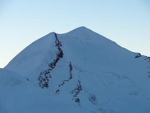 Photo: les premières cordées au sommet du Castor