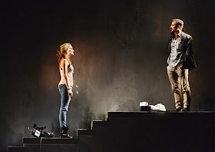 Photo: WIEN/ Theater in der Josefstadt: DAS INTERVIEW von Teodor Holman und Theo van Gogh. Premiere 17.6.2013. Mit Alma Hasun und Alexander Pschill. Foto: Barbara Zeininger