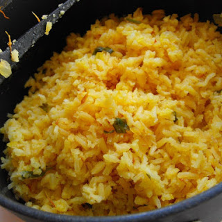 (Mexican rice with tomatoes).