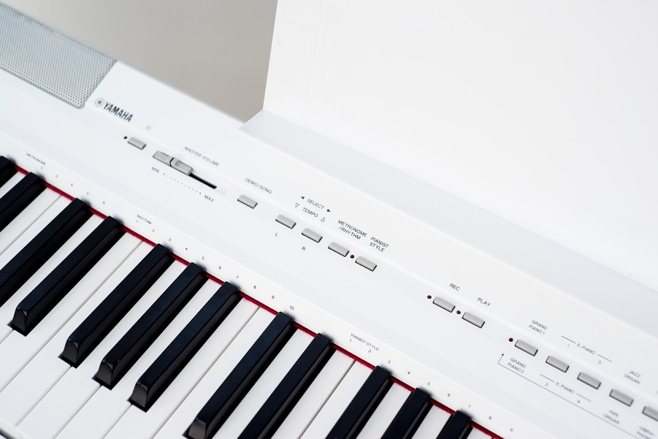 yamaha p105 wh digital piano 88 notes key full size ghe weighted keyboard stand ebay. Black Bedroom Furniture Sets. Home Design Ideas