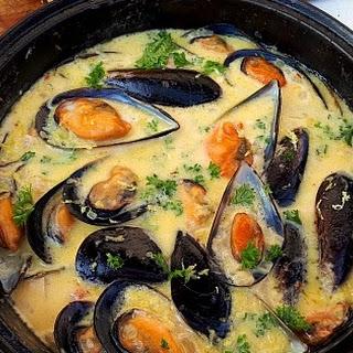 Mussels in Lemon Garlic-Butter Sauce Recipe