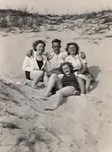 Photo: V.C.J.C. kamp 1948 Terschelling v.l.n.r. Tinie Kroeze, Harm Zandvoort en Grietje Dekker Voor: Geertje Bastiaans