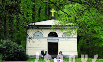 Photo: Louisenmausoleum erbaut von Johann Georg Barca  Louise von Sachsen-Gotha (1756–1808), war die Gemahlin des Herzogs Friedrich Franz I  http://www.beepworld.de/members5/jennus/staatssicherheit.htm