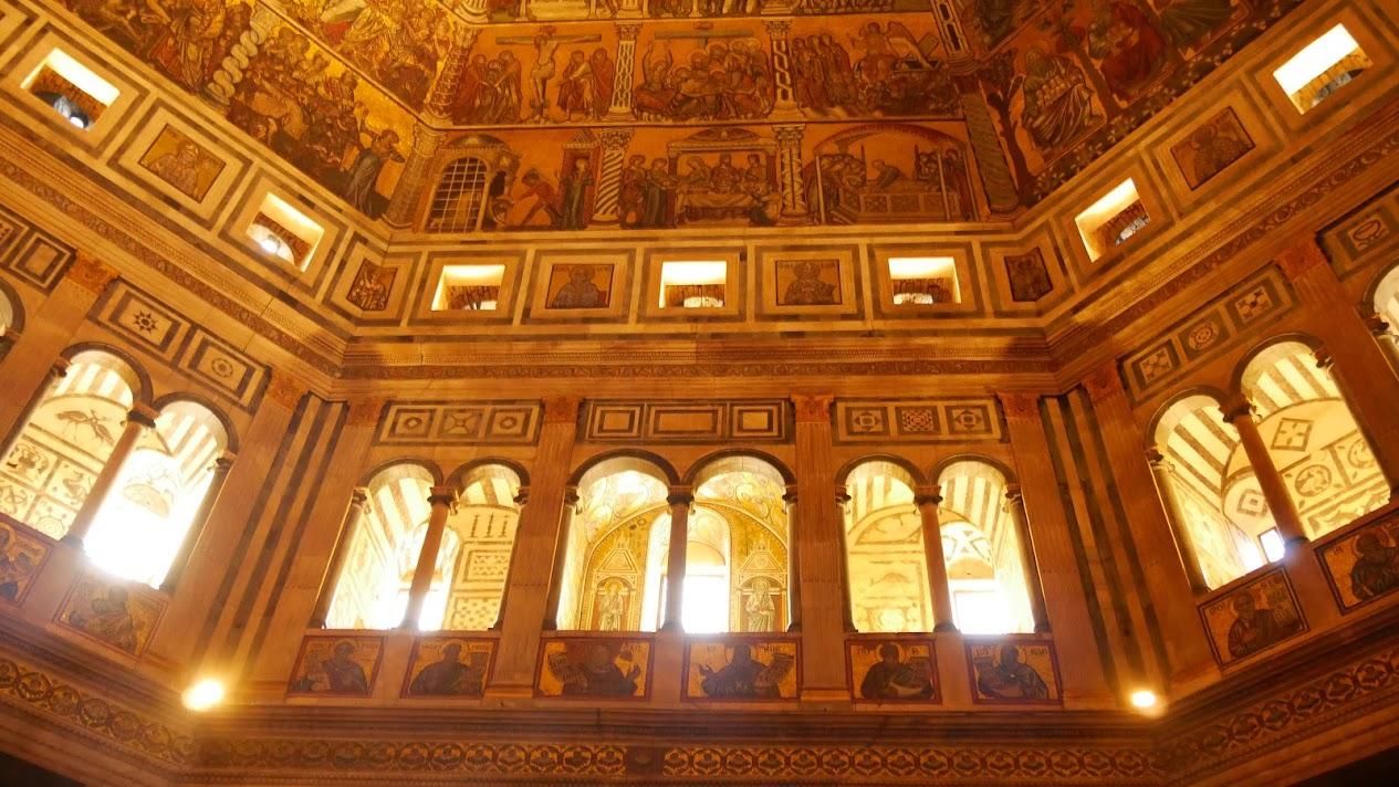 サン・ジョヴァンニ洗礼堂と木漏れ日