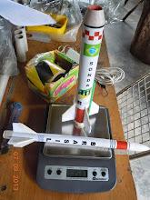 Photo: Kit montado com motor F20 no 1º estágio. Peso total 151 gramas