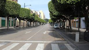 Aspecto desolado esta mañana en el Paseo de Almería tras decretar la alarma.