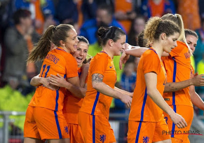 Oranje Leeuwinnen blazen verzamelen, open training met veel fans