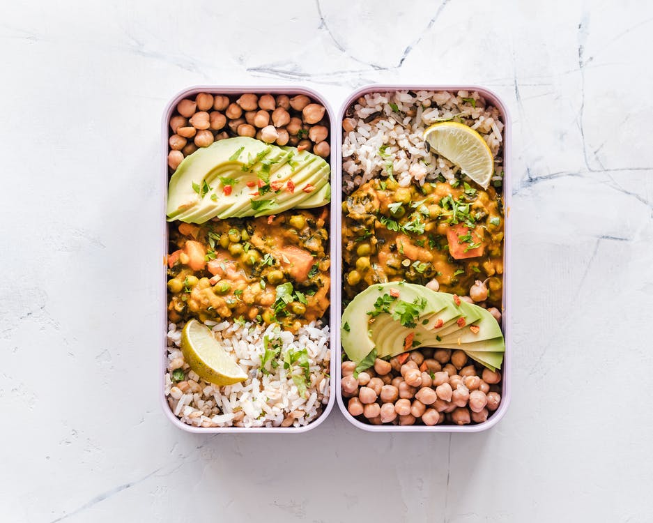 Lunchbox filled with white rice, chickpeas and avoccado.