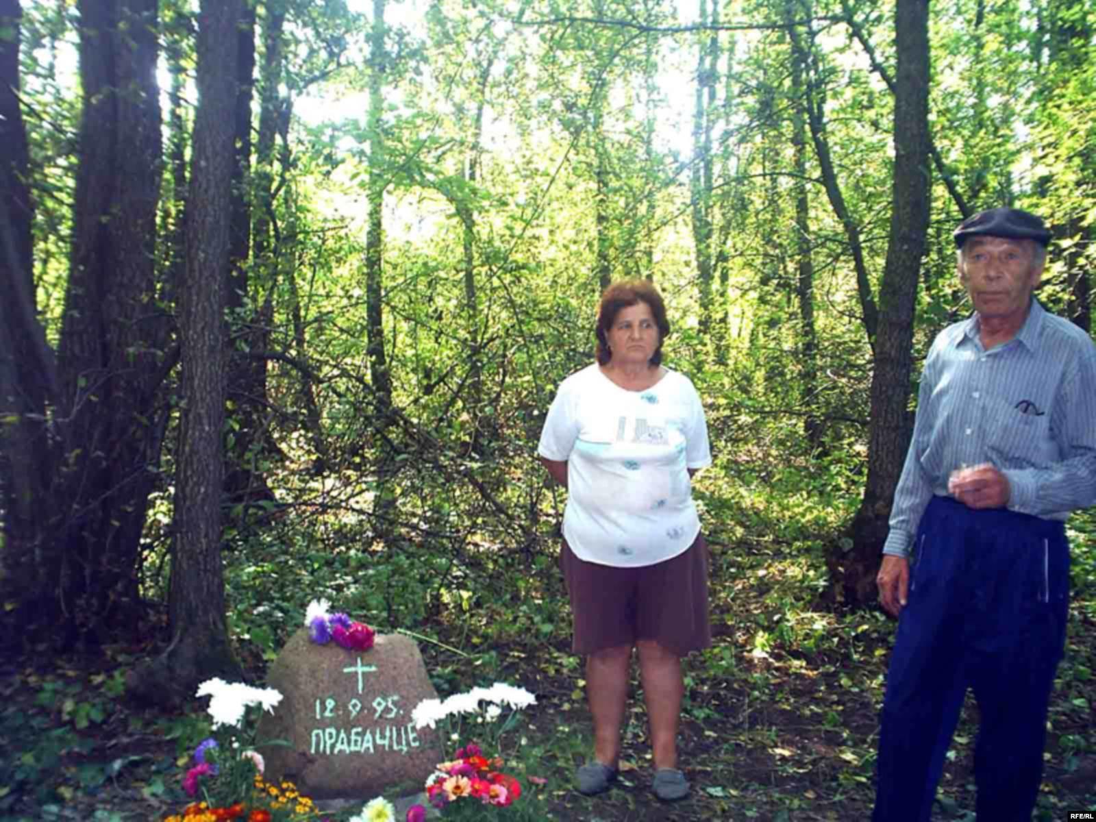 Семья Соловей на месте падения воздушного шара в Березовском районе Брестской области. Фото: svaboda.org