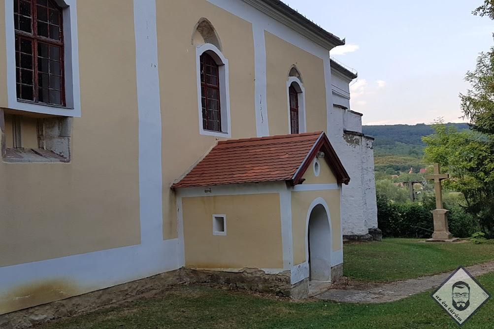 KÉP / A Szent István király templom tövében