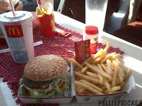 Photo: Vad gott det smakade med en Big Mac innan vi gick in på IKEA i Murcia och inhandlade 2 st Julskinkor, kaviar och Inlagd Sill till Julafton