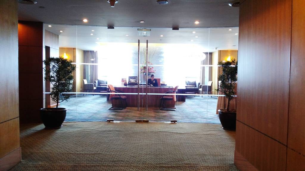 CROWNE PLAZA MANILA GALLERIA THE CLUB LOUNGE EXCLUSIVE FOR IHG REWARDS CLUB MEMBERS