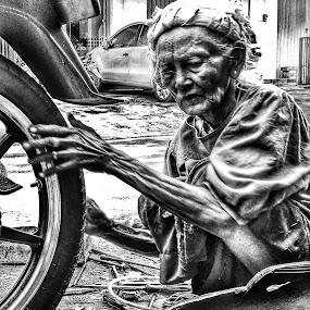 Hardwork by Suryo Pandoyo - Black & White Portraits & People (  )